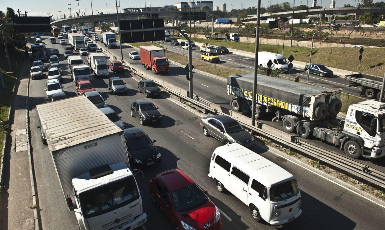 Prefeitura de SP libera caminhões de rodízio